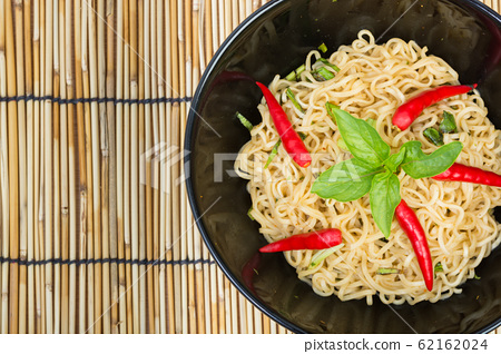 Hot and spicy instant noodle 62162024
