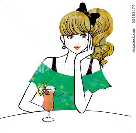 테이블에서 뭔가 걱정거리를하고있는 여성 62163274
