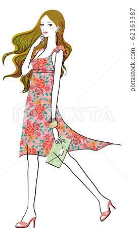 꽃 무늬 원피스를 입은 여자 62163387