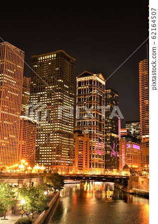 Night view along Chicago River 62164507
