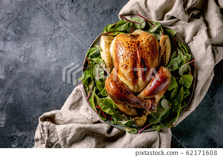 Baked whole chicken 62171608