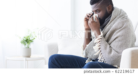 Sick african man calling to hospital for help, panorama 62219617