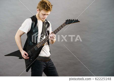Young man playing electric guitar 62225148