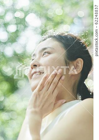 中級美女裸妝 62248837