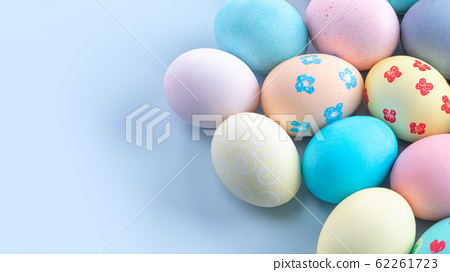 復活復活Ayadan手工製作的靛藍背景染色著色特殊雞蛋復活節彩蛋 62261723