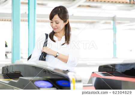 통근 여성 기차역 비즈니스 우먼 촬영 협조 : 게이오 전철 주식회사 62304829