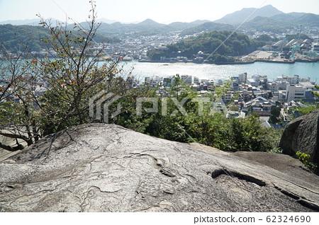 [Chugoku 33 Kannon Sacred Ground] No. 10 Senkoji Tsuzumiiwa and Onomichi Suido, Onomichi City, Hiroshima Prefecture 62324690