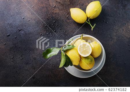 Fresh biological lemons 62374182