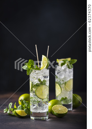 mojito with lime, mint  and ice 62374370