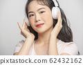 여성 음악 전자기기 62432162