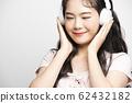여성 음악 전자기기 62432182