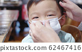 parents wear masks to children 62467416