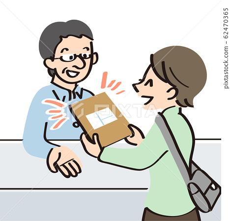 一個問窗口要運送產品的女人 62470365