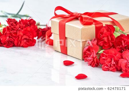 母亲节 康乃馨 礼物 盒子 大理石 背景 カーネーション 母の日 carnation gift 62478171
