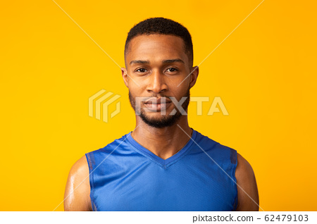 Front view portrait of determined black sportsman 62479103
