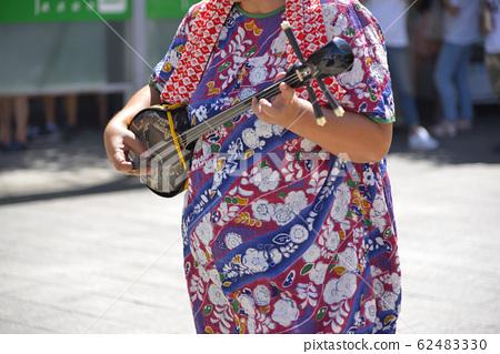 [神奈川县]横须贺市在冲绳节上演奏山神的人 62483330