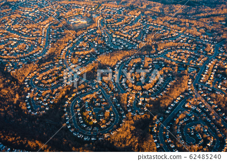Aerial view of suburban neighborhood in the USA 62485240