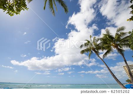 와이키키 비치 푸른 하늘과 푸른 바다 perming 사진 소재 62505202