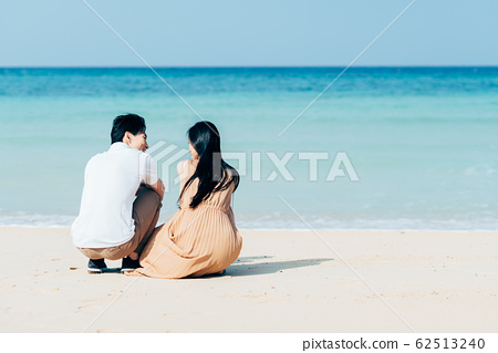 Young couple 62513240