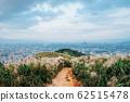 芒草小徑與城市天際線 62515478