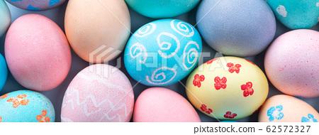 復活復活Ayadan手工製作的靛藍背景染色著色特殊雞蛋復活節彩蛋 62572327