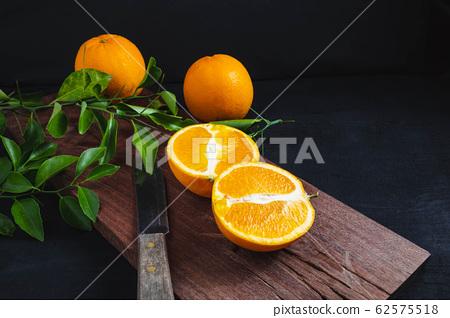 Fresh citrus fruit on the table 62575518