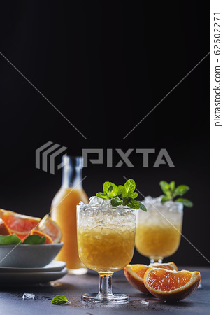 Cocktail with oranges 62602271