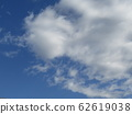 Winter blue sky and white clouds 62619038