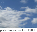 Winter blue sky and white clouds 62619045