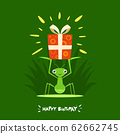 A Praying Mantis is Holding a gift box 62662745