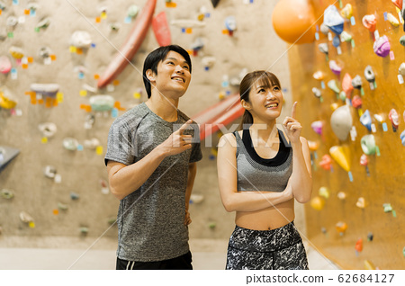 Bouldering (young men and women, fitness, training 62684127