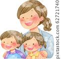 女人把手放在孩子的肩膀上 62721740