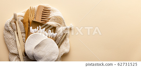 Set of eco friendly toiletries and bathroom products on color background, flat lay 62731525