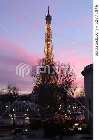 Eiffel Tower in the evening (vertical) 62773846