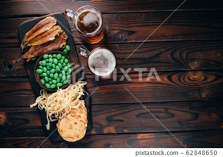 beer. refreshing light drink and salted snacks 62848650