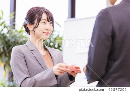 女性名片交換 62877292