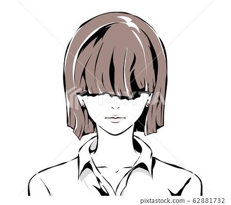 用刘海遮住眼睛的女人的严肃面孔 62881732