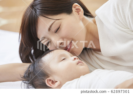 Baby and mother 62897301