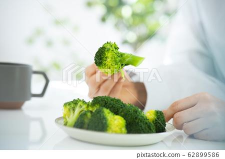 西蘭花蔬菜餐叉碳水化合物限制飲食 62899586