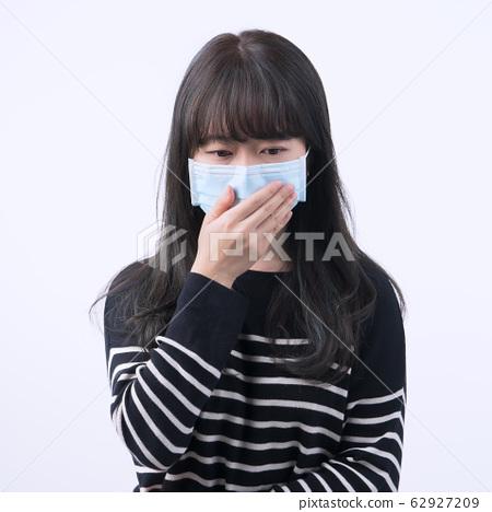 嘴女人隔離咳嗽女人女人面具咳嗽流感冠狀病毒面具 62927209