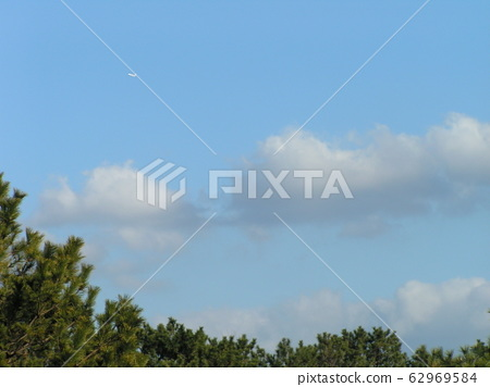 Inage seaside park blue sky with white clouds 62969584