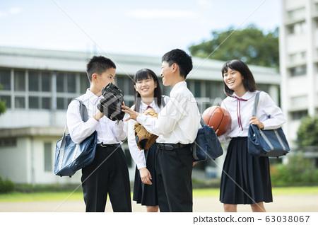 初中生微笑學校生活 63038067
