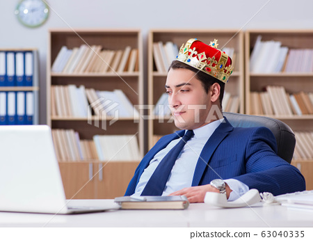 King businessman working in the office 63040335