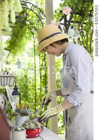 園藝形象:種植肉質植物的女人 63076501