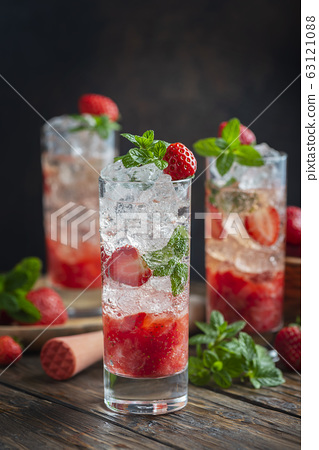 Mojito cocktail with strawberry 63121088