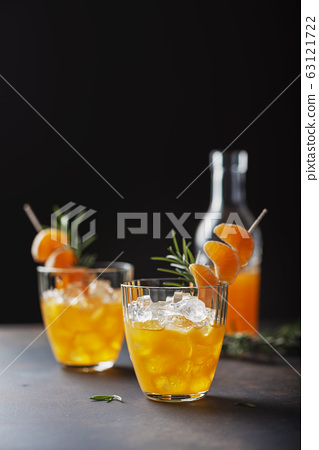 Alcoholic cocktail with mandarins 63121722