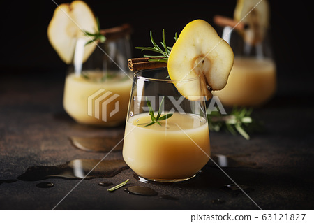 Healthy soft drink with pears 63121827