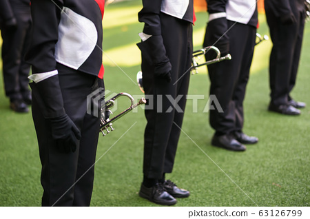 school marching band wait to play 63126799