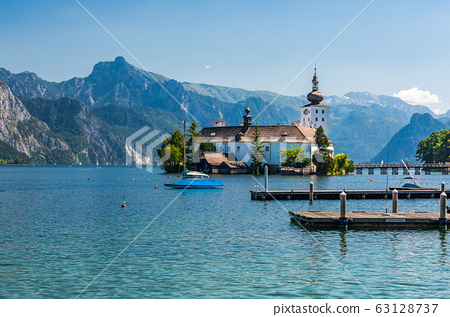 Traunsee and Schloss Ort in Gmunden 63128737