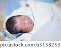 생후 2 일 소년 63138253